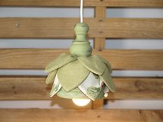 Flower lamp in linen and wood