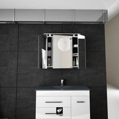 Detalle del espejo para el baño CAMERINO y su interior. Un espejo-armario para aumentar la capacidad de almacenaje en tu cuarto de baño. Del catálogo BATHONE del fabricante español TORVISCO GROUP.