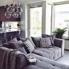 Grå Grizzlyn bäddsoffa med divan. Schäslong, silver, soffa, bädd, säng, sovrum, vardagsrum, djup, rymlig, stor, möbler, möbel, inredning.