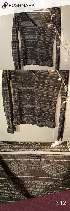 Grey Patterned Long Sleeve Great condition, lightly worn :) size small but can fit medium to 🌿 feel free to make offer if interested! Zumiez Tops Tees - Long Sleeve