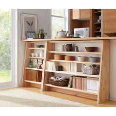 愛書の格を高める、大地の恵みによる斜め本棚。安定感のあるタワー型で、上段は文庫本や新書、下段はA4判に対応。蔵書家のための、大量収納が可能な本格頑丈書棚です。