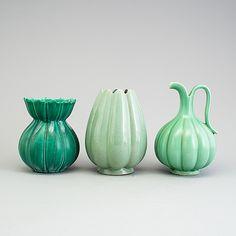 EWALD DAHLSKOG, ARTHUR PERCY OCH UPSALA EKEBY, 3 vaser, Gefle, och Bo fajans, 1930-/40-tal. Vintage Pottery, Handmade Pottery, Pottery Art, Swedish Design, Nordic Design, Ceramic Design, Porcelain Ceramics, Handmade Design, Unique Furniture