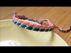 左右の色が違う斜め模様のミサンガの編み方をご紹介します。通常の斜め模様のミサンガの応用となります。