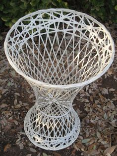 Mid Century Modern Spun Fiberglass / Fiberglas Side Table or Plant Stand - Hollywood Regency Faux Wicker Patio or Indoor Table Glass Store, Cane Furniture, Mid Century Furniture, One Design, Luxury Interior, Spinning, Wicker, Mid-century Modern, Indoor