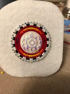 Beaded Earrings Native, Native Beadwork, Native American Beadwork, Seed Bead Earrings, Round Earrings, Seed Bead Patterns, Beading Patterns, Beading Ideas, Beadwork Designs