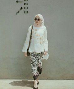 Follow me and she on instagram @hamda.auliaa, @helminursifah