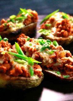 Low FODMAP Recipe and Gluten Free Recipe - Turkey chili potatoes - http://www.ibs-health.com/turkey_chili_potatoes.html