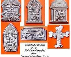 disney trading pins pet cemetary- This is a really neat set! Disney Pins Sets, Disney Trading Pins, Disney Pin Collections, Disneyland Pins, Disney Collector, Hidden Mickey, Pin And Patches, Haunted Mansion, Disney Fun