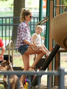 Gisele and Tom at the Park - Pictures - Zimbio