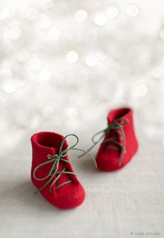 Baby's first Christmas boots Newborn booties Natural wool shoes Felted unisex eco friendly woolen boots Felted booties Red shoes