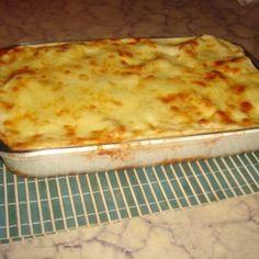Receita de Lasanha de frango com molho branco - 1 quanto baste de cheiro-verde, sal e pimenta a gosto, folhas de louro à gosto, 2 xícaras (chá) de Água, 1 l...