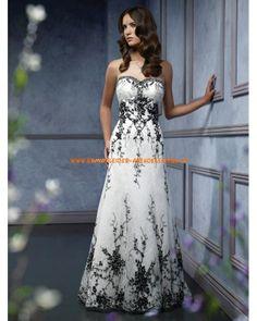 Unique Brautmode A-Line aus Organza mit schwarze Applikation online 2013