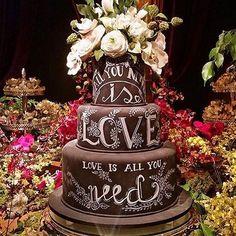 Se vc ainda está na dúvida, acredite: o papel da assessora é fundamental para sua festa ser incrível e vc ficar livre de preocupações pra curtir muito. Esse casamento foi orquestrado pela querida Ju Prétola da @laltare_assessoria que vai estar no #weddingweekend2016, nos dia 27 e 28 de agosto no @espacogardens #Repost #decoration #weddinginspiration #instawedding #weddingcake #mesadedoces #casamento #noiva #bride #bridal #instaphoto #bolo #bolodecasamento