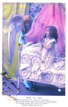 Ange de Noël - V. - Une fillette prie à genoux dans son lit, un ange ferme le voile (from http://mercipourlacarte.com/picture?/1435/)