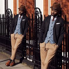 Another pic from my 2nd look for the @ukgap Styld.by project.  Photo by @richyleeson  #gapuk #gap #styldby #outfits #martellcampbell #mrflyy #mrflyycampbell #martellmrflyycampbell #styleguru #styleexpert #blogger #styleblogger #fashionblogger #personalstyle #personalstyleblogger #styleinfluencer #menstyleblogger #styling #menswear #mensstyle #mensstyling #mensfashion #instapic #londonblogger #menswearblogger