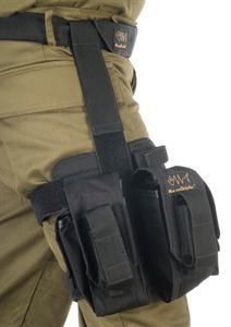 This thigh rig comes with two M16/M4 Magazine Pouches which is very comfortable an d easy to use.