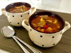 Węgierska zupa gulaszowa - Blog z apetytem Goulash, Cheeseburger Chowder, Fondue, Chili, Food And Drink, Nutrition, Beef, Cooking, Ethnic Recipes