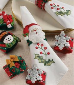 Bucilla 86262 Christmas Napkin Rings Felt Applique Kit, by Set of 6 Christmas Napkin Folding, Christmas Napkin Rings, Christmas Napkins, Christmas Sewing, Christmas Crafts For Kids, Xmas Crafts, Felt Christmas, Christmas Projects, Simple Christmas