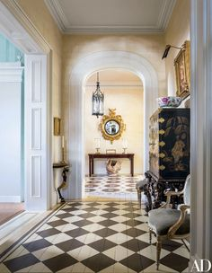 Socialite Patricia Altschul's House in Charleston | Architectural Digest South Carolina Homes, Charleston South Carolina, Architectural Digest, Patricia Altschul, Southern Mansions, Southern Homes, Mario Buatta, How To Dress A Bed, Charleston Homes