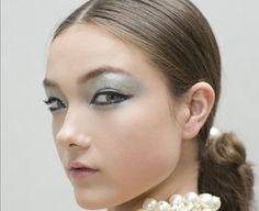 Makeup Tip: Sixties Shimmer