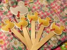 5 Little Ducks song for a #preschool #counting activity. I found the printable at the website I have linked, cut out the ducks, laminated them and tacky glued them to craft sticks. You could also number the ducks 1-5 with a Sharpie.