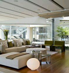 #Viviendas. Elegante diseño de sala estar, donde destaca el trabajo de techos en linea, mobiliario moderno y contraste de tonos tierra. Ve mas #ideas para #remodelar en: arquitecturacreativa.blogspot.com Siguenos también...