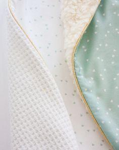 Geboorte deken wit-munt-goud passend bij het geboortekaartje (c)Alsjeblief.be