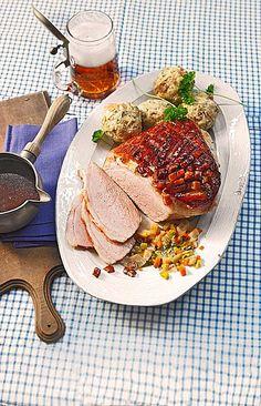 Bavarian crust roast with dark beer sauce and spicy bread dumplings Beer Recipes, Pork Recipes, Snack Recipes, Cooking Recipes, Healthy Recipes, Grilled Fruit, Grilled Veggies, Bavarian Recipes, Bread Dumplings