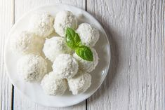 Buy Coconut Oil Capsules Now! Coconut Bowl, Coconut Curry, Coconut Cream, Coconut Flour, Kokos Desserts, Coconut Desserts, Coconut Cookies, Coconut Recipes