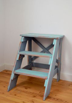 Antique kitchen step stool seat that best on the market is one that conveys brand Butler Specialty. Easy Diy Projects, Wood Projects, Woodworking Projects, Woodworking Shop, Farmhouse Furniture, Furniture Plans, Modern Furniture, Furniture Design, End Table Plans