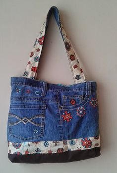 15 May 2018 Modelos de bolsos 152 Views 15 May 2018 Models of bags 152 Views Dicas Jeans Artisanats Denim, Denim Purse, Denim Bag Patterns, Blue Jean Purses, Denim Handbags, Denim Ideas, Denim Crafts, Old Jeans, Shoes With Jeans