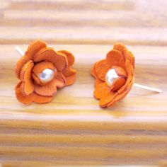 Leather Flower Earrings    i really like the pearls in the middle :D