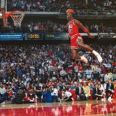The 1988 NBA Slam Dunk Contest final between Michael Jordan and Dominique Wilkins Michael Jordan Dunking, Michael Jordan Basketball, Michael Jordan Birthday, Michael Jordan Chicago Bulls, Michael Jordan Dunk Contest, Mike Jordan, Michael Jordan Poster, Michael Jordan Quotes, Michael Jordan Pictures