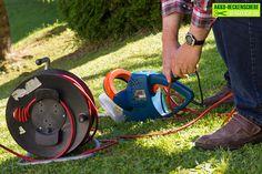 Ist die Hecke sauber geschnitten, freut sich natürlich jeder Gartenbesitzer. Das Arbeiten mit einer Benzin-Heckenschere ist allerdings schwer, sie sind laut und schwer. Auch das Hantieren mit Kabeln bei einer Elektro-Heckenschere ist alles andere als praktisch. Deswegen sind heute Akku-Heckenscheren äußerst beliebt. Akku-Heckenscheren sind heute sehr leistungsfähig und können durchaus mit anderen Arten von Heckenscheren […]