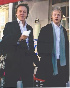 Paul and James McCartney@ James Louis McCartney (born 12 September is a British musician and songwriter living in London. He is the only son of songwriter and former Beatle Paul McCartney and Linda McCartney. Foto Beatles, The Beatles 1, Beatles Photos, James Mccartney, Paul Mccartney And Wings, Sir Paul, Phil Collins, The Fab Four, Ringo Starr