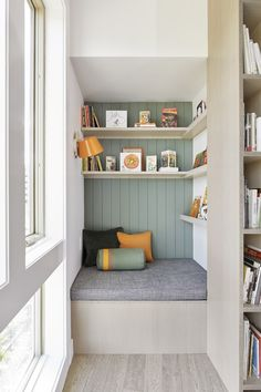 """Books and Shoes"" – A Mindful Downsize in Beaverton, OR by Dyer Studio Beach Living Room, Living Room Decor, Home Interior, Interior Design Living Room, Built In Seating, Alcove Seating, Cozy Apartment, Minimalist Kitchen, Home Decor Inspiration"