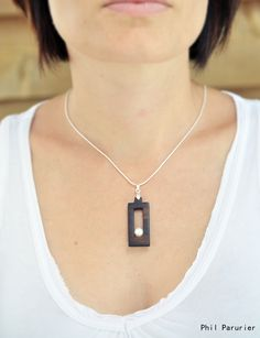 collier argent 925, ébène et perle de culture. wooden necklace, wooden jewelry, necklace, gemstone necklace.  contemporary jewelery