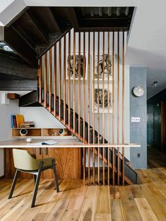 55 Amazing Modern Staircase Design Ideas that You Must See Space Under Stairs, Escalier Design, Modern Stairs, Workspace Design, Bureau Design, Interior Stairs, Stair Storage, House Stairs, Stair Railing