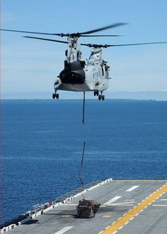 Us Navy Aircraft, Us Military Aircraft, Military Helicopter, Military Guns, Military Vehicles, Boeing Ch 47 Chinook, Chinook Helicopters, Sikorsky Aircraft, Boeing Aircraft