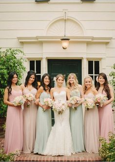 Mismatched Bridesmaids Dresses - How to do it the right way!