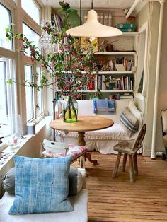 Sweet Home, Style At Home, White Houses, Cheap Home Decor, Unique Home Decor, Vintage Home Decor, Home Furniture, Barbie Furniture, Furniture Legs