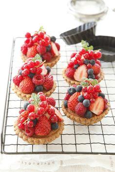mini tartelettes aux baies / mini berry tartlets