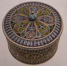 Plique-a-jour box by Marius Hammer, Bergen (Norway). Diameter 5.9 cm.