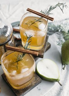 Honey Pear Margarita | Enjoy this simple fall-flavored margarita that tastes like pear! | thealmondeater.com