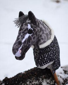 pena muistutteleepi että vielä on pari päivää aikaa varailla sm- heppoja! lauantaina julkistan niiden saajat. varsinkin hepat nro. 5, 7 ja… Horse Bridle, Horse Stables, Stick Horses, Hobby Horse, Horse Photos, Elmo, Goats, Star Stable, Varanasi