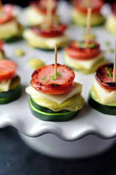 Tuna-cucumber stackers and sausage-zucchini stackers with the same sauce and cheese to please both seafood lovers and meat lovers in your family. Kielbasa Sausage, Sage Sausage, Easy Family Meals, Family Recipes, Easy Meals, Good Food, Yummy Food, Yummy Treats, Seared Tuna
