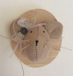 Trophée tête de souris en toile de jute sur bois : Décoration pour enfants par rouge-lin-et-bois