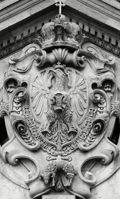Coat of arms of Sigismund III Vasa on the facade of the Jesuit Church in Kraków by circle of Giovanni Battista Trevano, 1605-1619