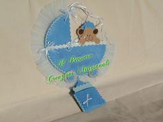 Coccarda per la nascita di un bimbo realizzata a mano con feltro e tulle https://www.facebook.com/IL-Pensiero-Creazioni-Artigianali-308024965911130/?ref=bookmarks
