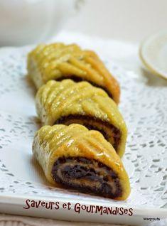Je souhaite à tous les musulmans une très bonne fête de l' Aïd.   Pour l'occasion, je vous propose des maqrouts  en spirale, recette trouvé...
